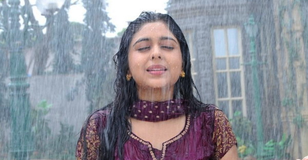 93066-nivedita-enjoying-rain.jpg